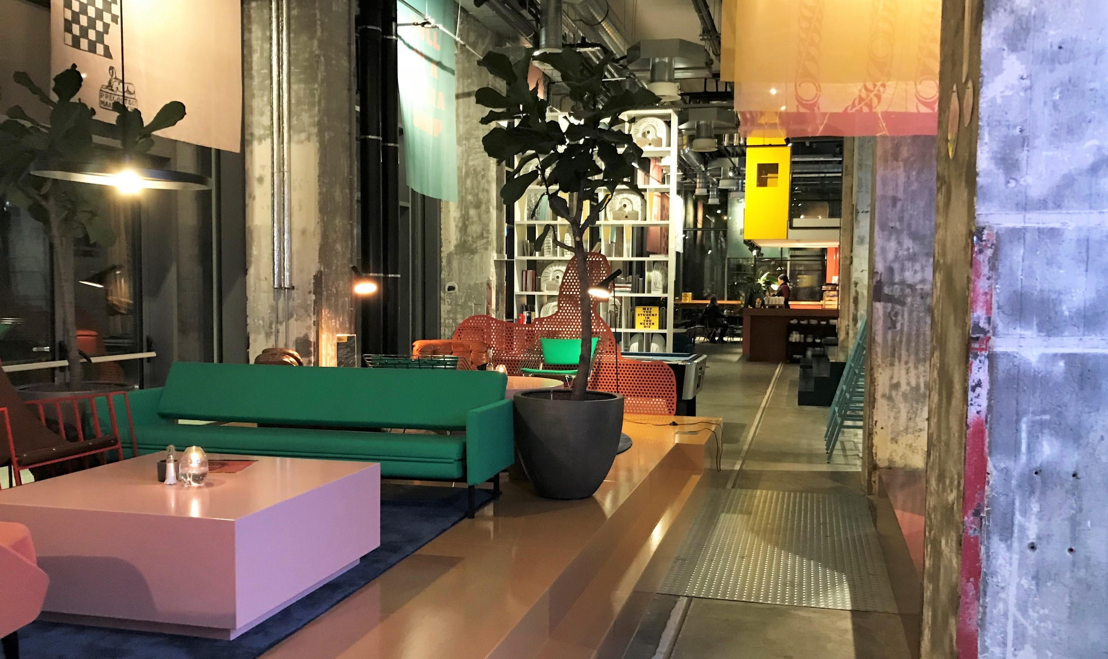 The Student Hotel combineert kale fabrieksmuren met design meubilair
